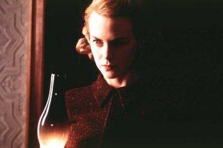 Nicole Kidman in una scena della ghost-story The Others