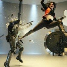 Milla Jovovich in una scena action di Ultraviolet