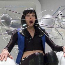 Milla Jovovich in una scena drammatica di Ultraviolet