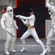 Milla Jovovich in una scena d'azione di Ultraviolet