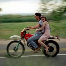 Gabriella Belisario in motorino con Jacopo Petrini ne L'estate del mio primo bacio
