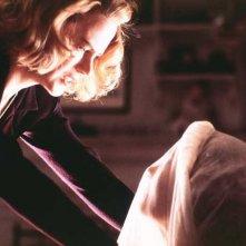 Nicole Kidman in una scena dell'inquietante The Others