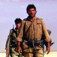 Pierfrancesco Favino e Paolo Briuguglia (alle sue spalle) in El Alamein
