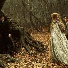Christina Ricci e Johnny Depp in una sequenza de Il mistero di Sleepy Hollow