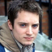 Un primo piano di Elijah Wood in Hooligans
