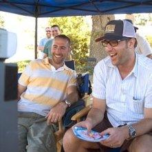 Il regista Aaron Seltzer e il co-sceneggiatore Jason Friedberg sul set del film Hot Movie
