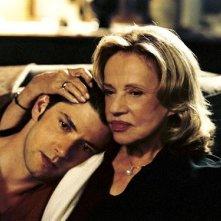 Melvil Poupaud e Jeanne Moreau in una scena del film Il tempo che resta