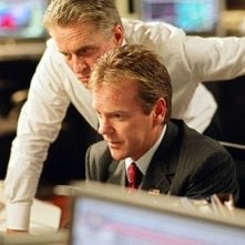 Michael Douglas e Kiefer Sutherland in una scena del film The Sentinel