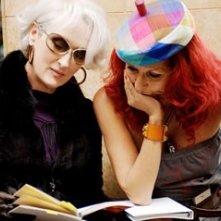 Meryl Streep e la costumista Patricia Field sul set de Il diavolo veste Prada