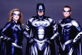 George Clooney, Chris O'Donnell ed Alicia Silveston in un'immagine promozionale di 'Batman & Robin'