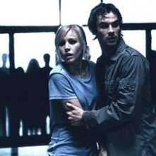 Kristen Bell e Ian Somerhalder in una scena di Pulse