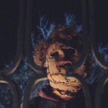 Un'inquietante immagine del film La notte del mio primo amore
