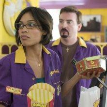 Brian O'Halloran con Rosario Dawson in una scena di Clerks II