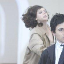 Luigi Lo Cascio e Anna Mouglalis in una suggestiva scena del film Mare Nero