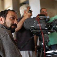Asghar Farhadi sul set di Chahar Shanbeh Souri (Fireworks Wednsday)
