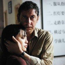 Sergio Castellitto e Tai Ling in una scena drammatica di La stella che non c'è