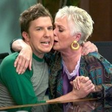 Nick Swardson e Shirley Jones in Cocco di nonna