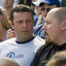 Vince Vaughn e Jon Favreau in una scena del film Ti odio, ti lascio, ti...