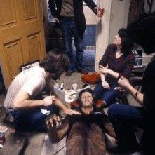 John Landis, Rick Baker e David Naughton sul set di Un lupo mannaro americano a Londra