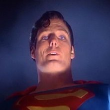 Christopher Reeve in una scena del film superomistico SUPERMAN