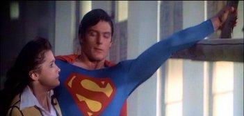 Margot Kidder e Christopher Reeve in una scena di SUPERMAN
