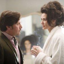 Emilio Estevez con Demi Moore in una scena di Bobby