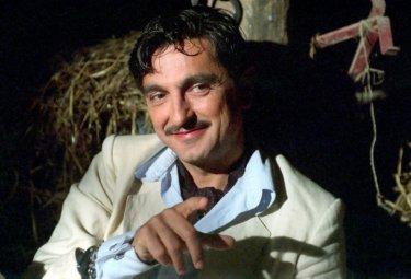 Vincenzo Salemme in una scena del film Baciami piccina