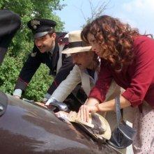 Neri Marcorè, Elena Russo e Vincenzo Salemme in una scena di Baciami piccina