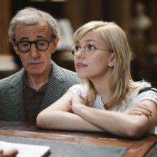 Scarlett Johansson e Woody Allen in una scena di Scoop