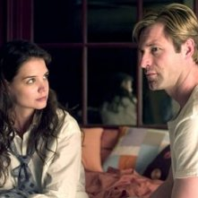 Katie Holmes e Aaron Eckhart in Thank You for Smiking