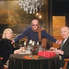Sul set di Belle toujours - Bella sempre: il regista Manoel De Oliveira (al centro) Michel Piccoli e Bulle Ogier