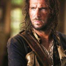 Jack Davenport in una scena del film Pirati dei Caraibi: la maledizione del forziere fantasma