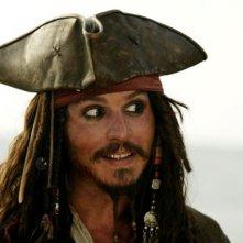Johnny Depp in una scena del film Pirati dei Caraibi: la maledizione del forziere fantasma