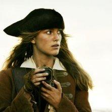 Keira knightley in una scena del film Pirati dei Caraibi: la maledizione del forziere fantasma