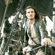 Orlando Bloom in una scena del film Pirati dei Caraibi: la maledizione del forziere fantasma