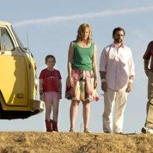 Abigail Breslin, Toni Collette, Steve Carell e Greg Kinnear in Little Miss Sunshine