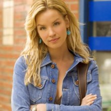 Ashley Scott in una foto promozionale di 'Jericho'