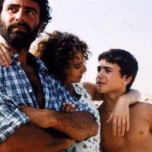 Francesco Casisa, Valeria Golino e Vincenzo Amato  in una scena del film Respiro