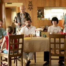 Greg Kinnear, Alan Arkin, Steve Carell, Paul Dano e Toni Collette in Little Miss Sunshine