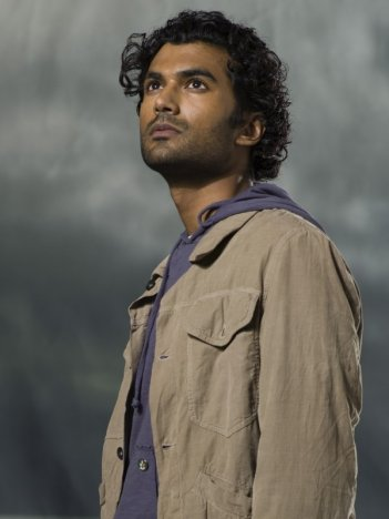 Sendhill Ramamurthy in un'immagine promozionale di 'Heroes'