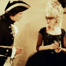 Una misteriosa Kirsten Dunst in una scena di Marie-Antoinette
