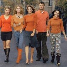 Una foto promozionale del cast di 'Related'