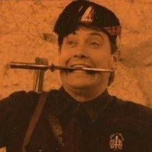 Una truce espressione di Corrado Guzzanti in una scena di Fascisti su Marte - Una vittoria negata