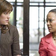 Jennifer Carpenter e Lauren Velez in una scena di Dexter