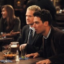 Josh Radnor e Neil Patrick Harris in una scena di 'How I Met Your Mother'