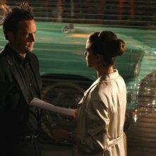 Matthew Perry e Amanda Peet in una scena di 'Studio 60'