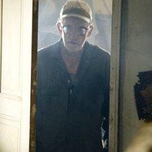 Terrence Evans in una scena di Non aprite quella porta: l'inizio