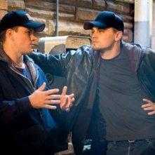 Matt Damon con Leonardo DiCaprio in una scena di The Departed