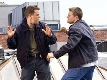 Matt Damon e Leonardo DiCaprio in una scena di The Departed