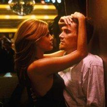 Eva Mendes e Billy Crudup in una scena del film film Uomini & donne - Tutti dovrebbero venire... almeno una volta